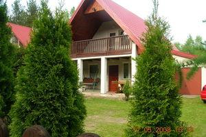 Mazury-Jerutki.Domek nad jeziorem przy grzbowym lesie